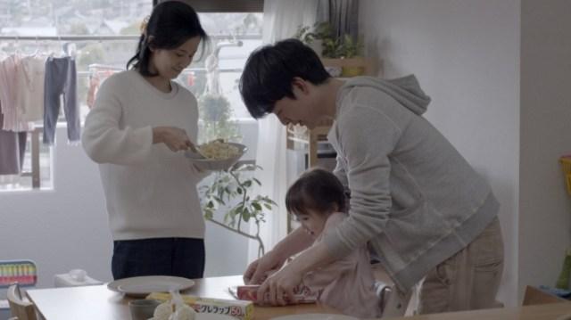 家族団欒のCMなのに『僕は手伝わない』という内容が話題に / 家事・育児をこなす夫が「手伝わない」理由とは?