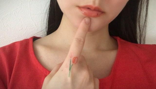 クレヨンで描いたような「タトゥーシール」が可愛い上に使いやすい! こすっても取れにくいけどオフも簡単だよ