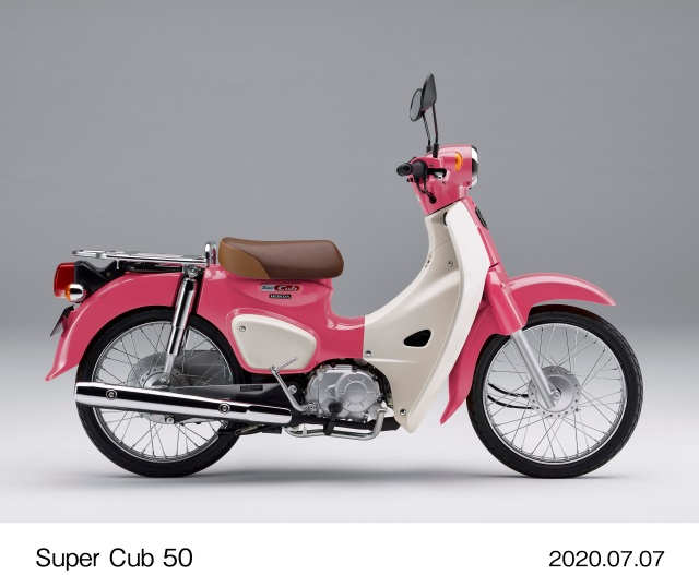 映画『天気の子』の劇中に登場する「夏美のスーパーカブ」が発売されるよ~! カラーはキュートな「サマーピンク」です