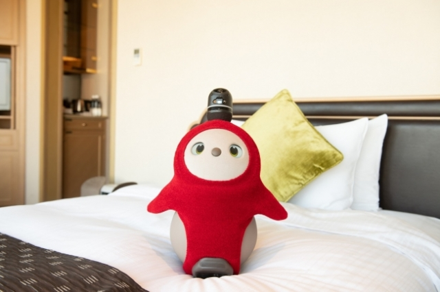 東京ホテルニューオータニに「ロボットと泊まれる」オプションが登場したよ~! 家族のように甘えて寄り添ってくれるらしい