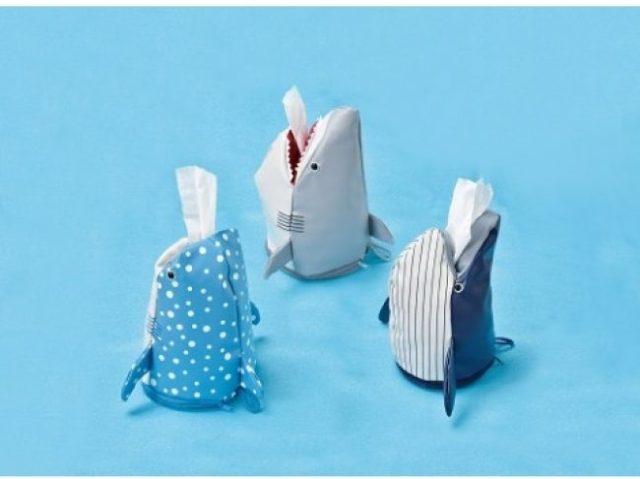 サメやクジラをモチーフにしたティッシュケースがかわいい~! 壁に掛けると泳いでいるみたいに見えます