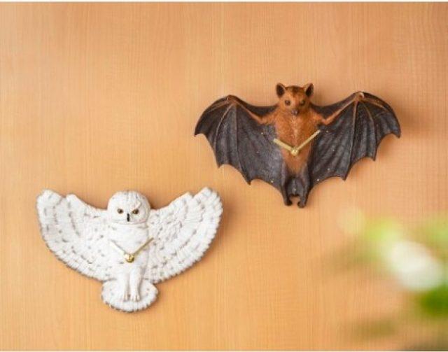 フクロウとコウモリがバサーッと羽根を広げる「リアル壁掛け時計」が登場! 本物そっくりすぎてドキッとしそう