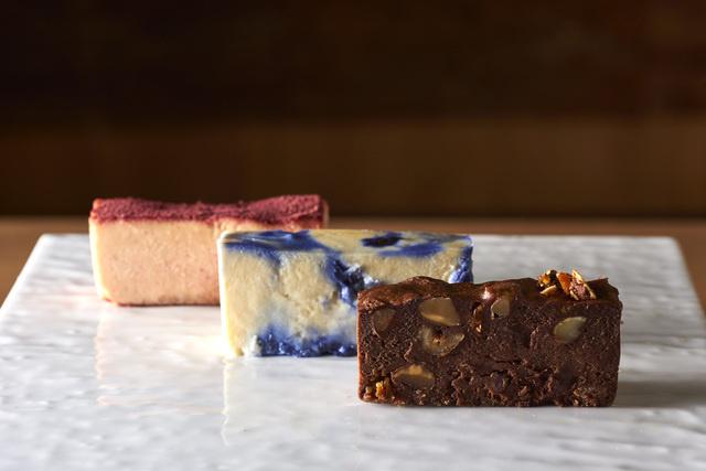 色鮮やかなチーズケーキにうっとりしよう♪ グルテンフリーなのでテリーヌのようなデザートです
