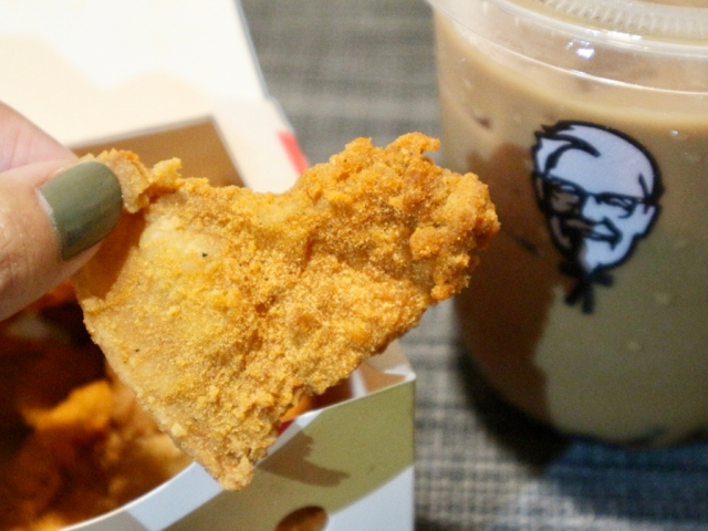 深夜の食べ歩きが楽しい台湾の「夜食文化」を紹介♪ ケンタッキーにも「タピオカ×鶏皮」の夜食セットが登場したよ