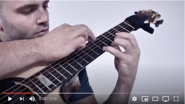 『トルコ行進曲』はアコギで演奏するとかっこいい!?  華麗な指さばきと電子音みたいな音色に痺れるよ~!