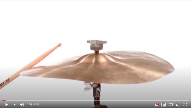 楽器を演奏する様子を「スーパースロー」で撮影してみたら…「弦のしなり」「シンバル&ドラムのうねり」がどえらいことに!