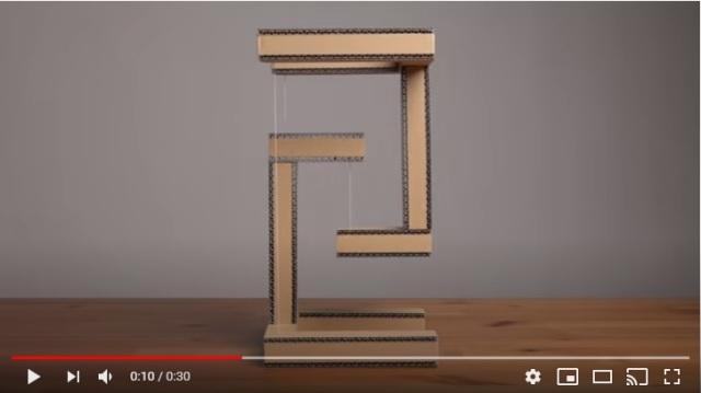 なんで段ボールが宙に浮いてるの~っ!? 構造の仕組みを利用して作ったオブジェの動画がイリュージョンみたい!