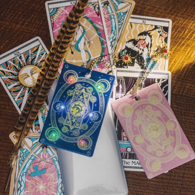 改札を通ると魔法陣が光る! 変身グッズみたいな「アミュレットパスケース」がフェリシモ魔法部で発売中だよ♪