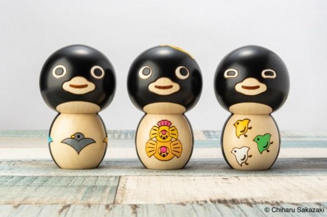 Suicaのペンギンを手掛けた坂崎千春デザインの「ペンギンこけし」が登場! 縁起物の「鳥の文様」が お腹に描かれているよ~
