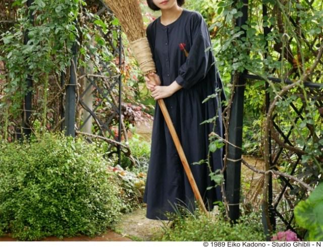『魔女の宅急便』のキキをイメージした「魔女服ワンピース」がかわいい~! キキそのまんまでワクワクします♪