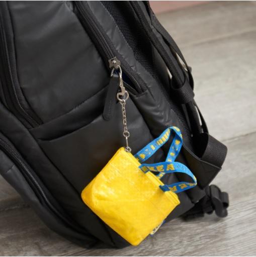 イケア原宿限定だった黄色のミニバッグが全国&オンラインショップで発売に! おなじみのバッグが手のひらサイズになってるよ
