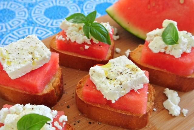 スイカはチーズと一緒にパンにのせると絶品!? 意外なほど美味しいギリシャの朝食「スイカのオープンサンド」を作ってみよう