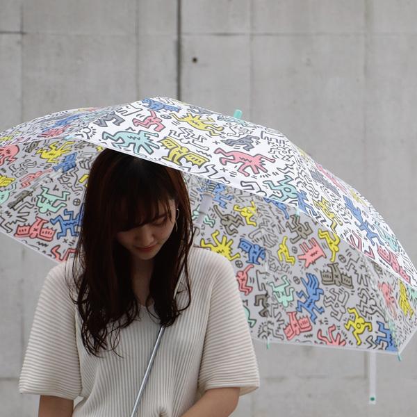セブンイレブン×キース・へリングのオリジナルビニール傘がかわいい♪ おなじみの「人モチーフ」をデザインした全3種だよ