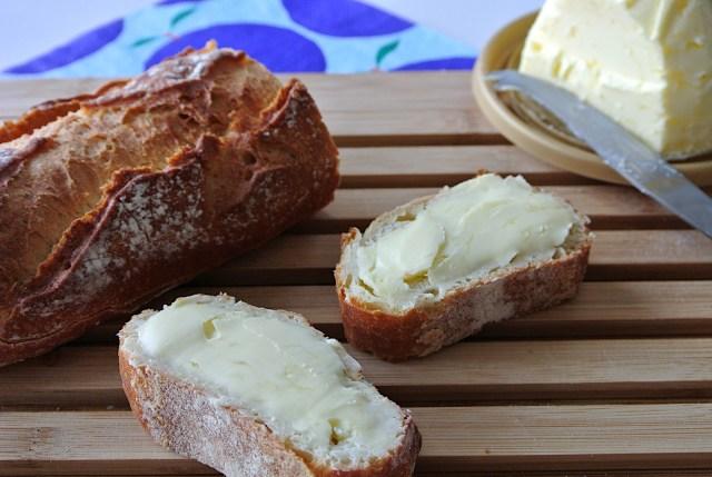 いつものパンが10倍美味しくなる!シャリシャリした「海塩入り発酵バター」が絶品…バターなのにチーズのような風味です