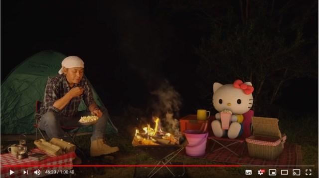 キティちゃんとヒロシが「1時間ひたすら焚火するだけの動画」が良い…!2人ともしゃべらない&超マイペースだけどソコがいいんです