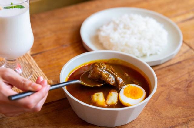 伝説のカレー店「早稲田メーヤウ」のチキンカレーが自宅で食べられる! レベルアップした辛さをレトルトで気軽に楽しめちゃうよ♪