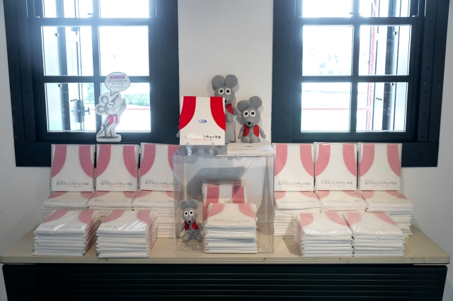 名作絵本『ねずみくんのチョッキ』初の展覧会が開催中! 原画の展示のほか絵本風のフォトスポットや限定グッズの販売も