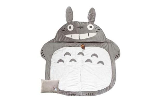 もふもふのトトロに包まれて眠る…! トトロの寝袋がふわふわあったかで気持ちよさそう