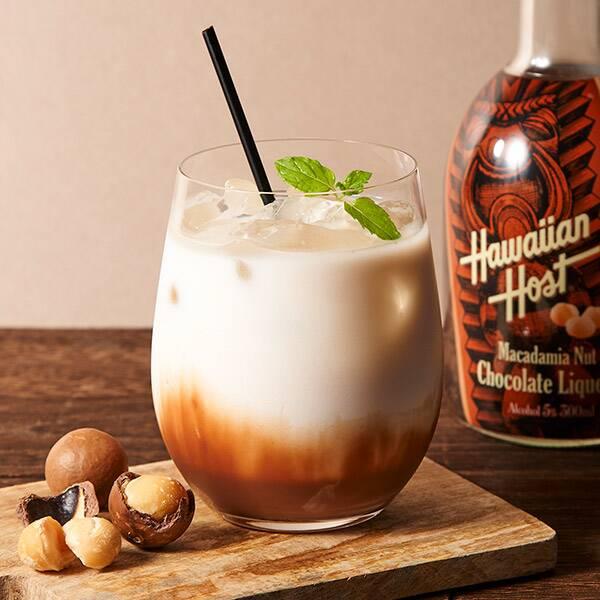 ハワイのお土産でおなじみのマカダミアナッツチョコがリキュールになった! ナッツの食感も楽しめるよ〜