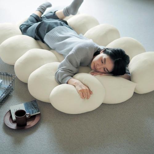 雲の上で眠る夢が叶う…!? フワフワもこもこの「雲のようなごろ寝マット」が気持ちよさそう〜
