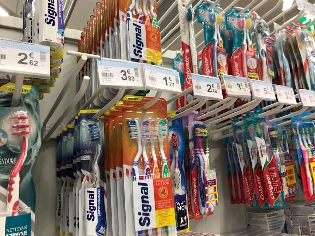 フランスの歯ブラシのヘッドがデカすぎる…! 日本のものと比べてみたらその差にビックリ