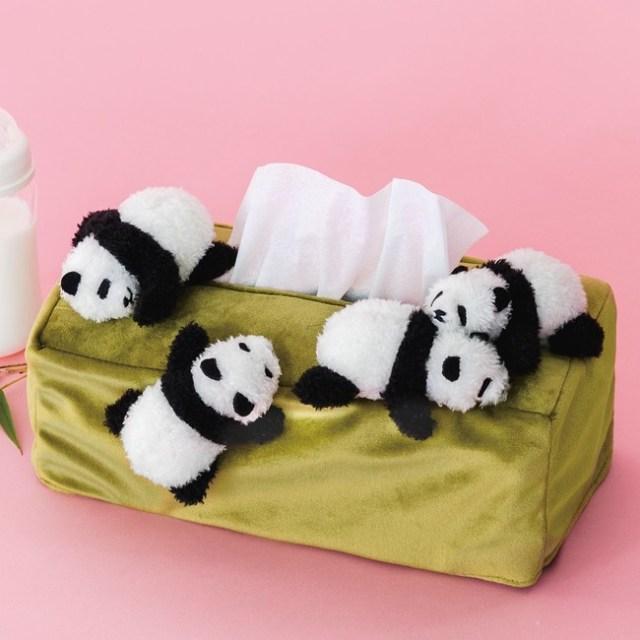 「赤ちゃんパンダを並べるお仕事」を再現!? 思わずモフりたくなるパンダまみれのティッシュケースに癒やされる〜!