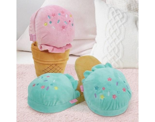 「アイスクリームすぎるスリッパ」が可愛くてはき心地もフカフカ! 収納中も履いてるときもキュートなのです