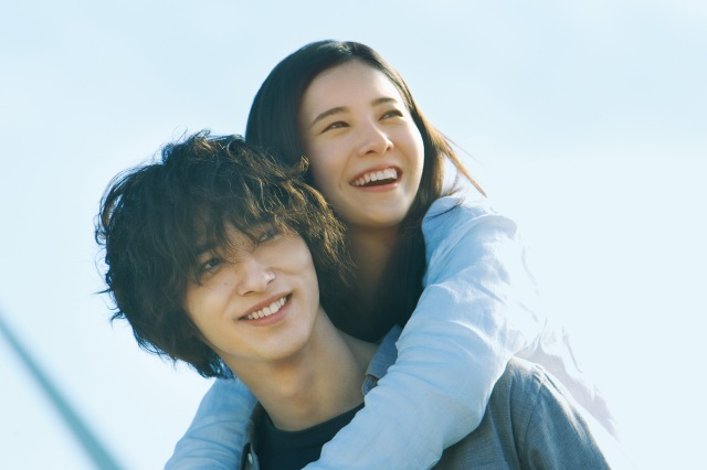 横浜流星・吉高由里子主演『きみの瞳が問いかけている』は運命に翻弄される恋が切ない…! ふたりが抱える衝撃的な過去とは