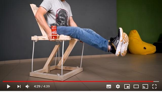 これぞホントの「空気椅子」!? 張力で宙に浮いているイスが不思議すぎるーっ!