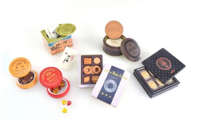 風月堂のゴーフルや柿の種など定番のお菓子がカプセルトイに! パッケージから中のお菓子まで精巧に再現されてます