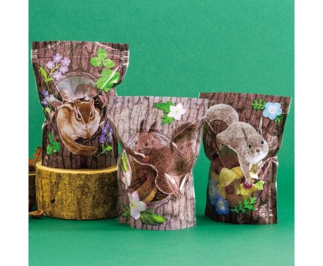 巣穴にお菓子を隠すリスさんたちが愛らしい♡ おすそ分けを超可愛くラッピングできちゃうリスのジッパーバッグ