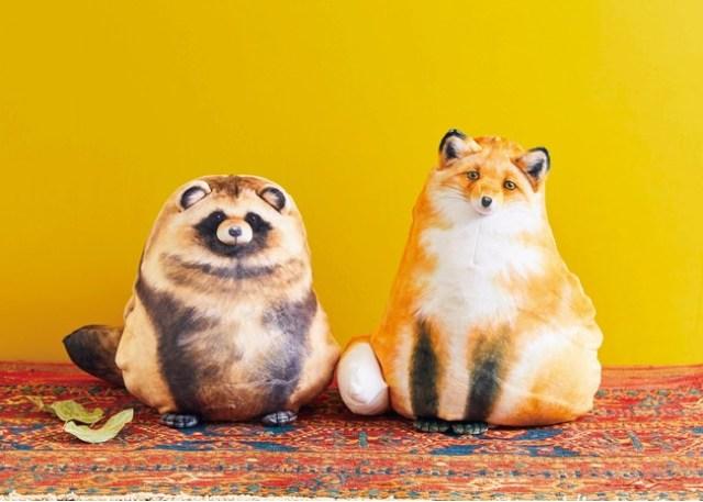 まるで昔話…キツネとタヌキがクッションに化けちゃった!? フェリシモから「変身するリバーシブルクッション」が新登場