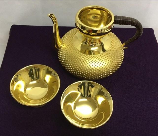 【2021福袋】西武池袋本店に「2021万円の福袋」キターーー! アラジンのランプのように光り輝く「純金の酒器セット」だよ
