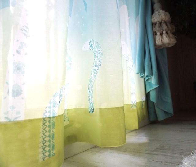 窓辺でゆれる「チンアナゴ」⁉︎  太陽の光をふわっと優しい雰囲気にしてくれるレースカーテンがオシャレ♪