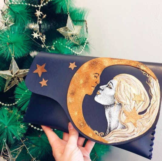 ルーマニアのハンドメイド作家が作るユニークなクラッチバッグにうっとり…クリスマスシーズンにもピッタリです