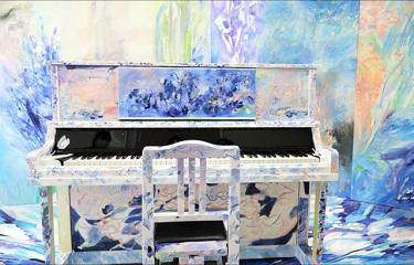 JR大塚駅に設置された「自由に演奏できるストリートピアノ」が話題に! SNS演奏動画や目撃情報がたくさんアップされてます