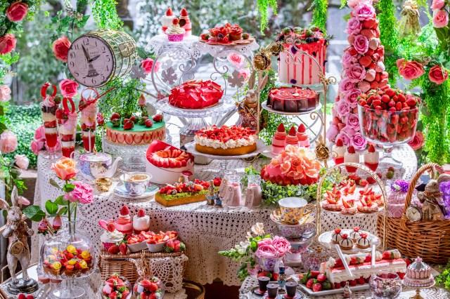 ヒルトン東京恒例「苺のスイーツビュッフェ」が開催されるよ~!  今年は「テーブルごとワゴンで周る」形で対策も