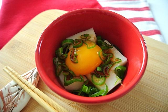 【餅消費レシピ】卵黄ソースが濃厚ウマイ! とろ〜り「卵かけ餅」が意外なほどの美味しさ