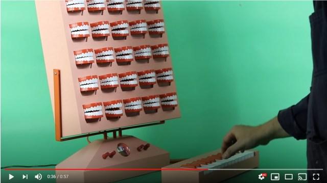 鍵盤を叩くと「25個の歯」が歌い出す!? 不穏な叫び声からゴスペルまで色んな声を聴かせてくれる装置がすごい