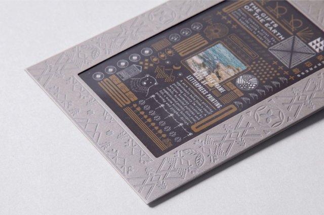 活版印刷で模様を描いた「紙の額縁」がステキ! 名刺の注文が減ってしまった活版印刷を応援するアイテムです