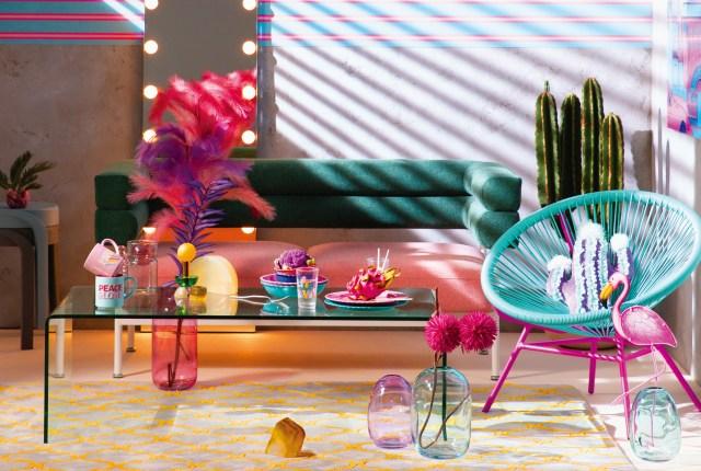 80年代のマイアミ風のバブリーなインテリアがフランフランに大集合! ポップなデザインでお部屋を統一できちゃうよ〜