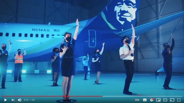 アラスカ航空のCAたちがノリノリでダンス! 感染症対策について呼びかけるポップな注意喚起動画が話題です
