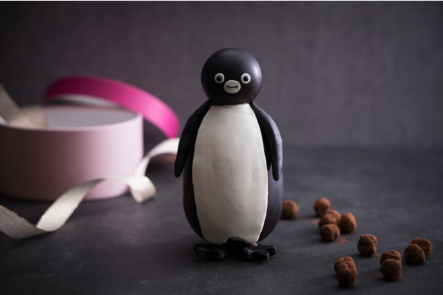 Suicaペンギンが仁王立ちしている…‼︎ シュールな立体型チョコがバレンタイン限定で登場するよ