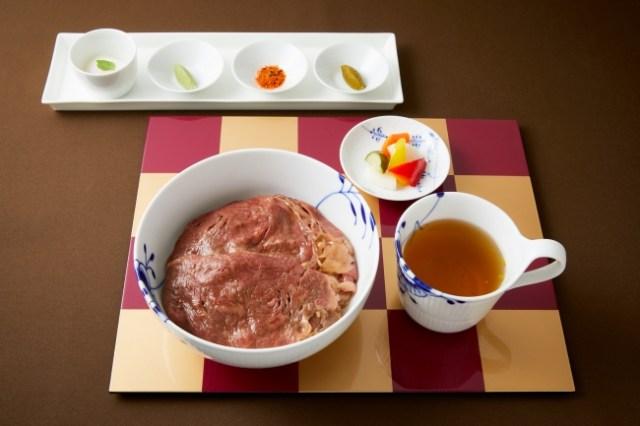 1杯5000円オーバーのウルトラ高級牛丼を発見!! 霜降り和牛に一流ブランドの食器…いったいどんな味なの?
