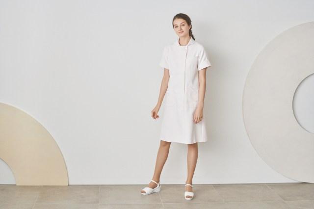 人気の「ジェラピケ」コラボのナース服に新作が登場! 一見シンプルだけど…さりげなく「ジェラピケ感」があるよ♪