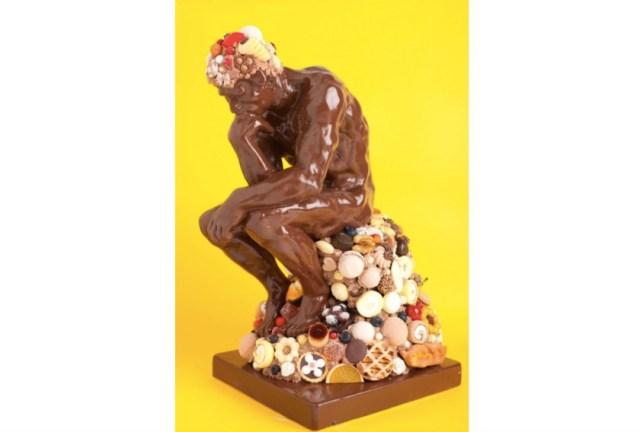 チョコレートでできた『考える人』!? 本物そっくりのスイーツアートの展覧会『チョコレート美術館』がスゴい!