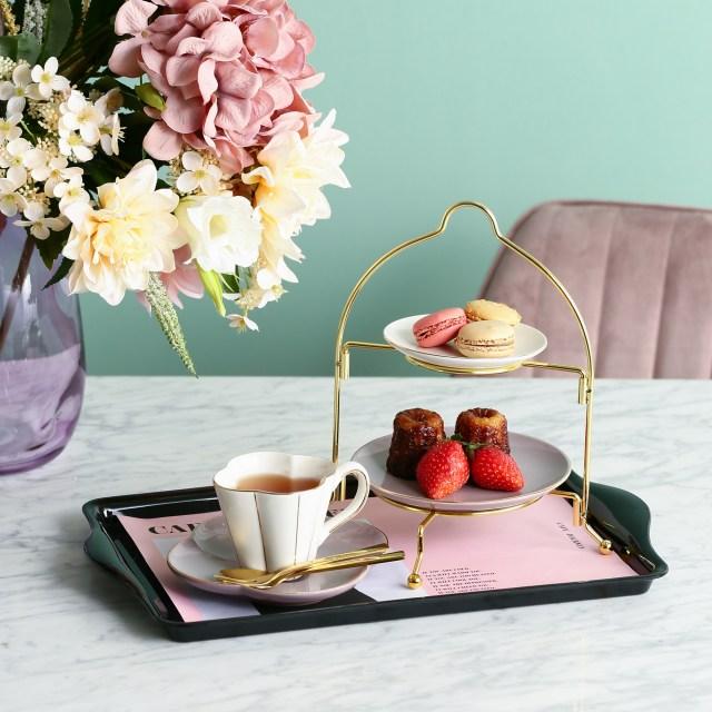 自宅で手軽にアフタヌーンティーができるフランフランの「おうちカフェセット」が素敵! コンビニスイーツも高見えしそうなゴージャス感だよ