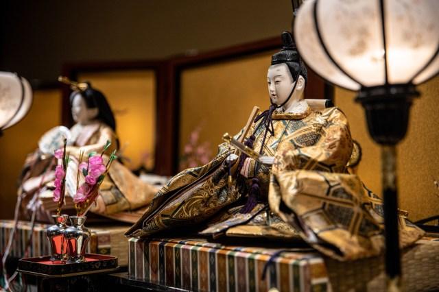 「おひなさまの並び」は東西で位置が違う!? 関東風と京都風で「男雛&女雛が左右逆」になるらしい