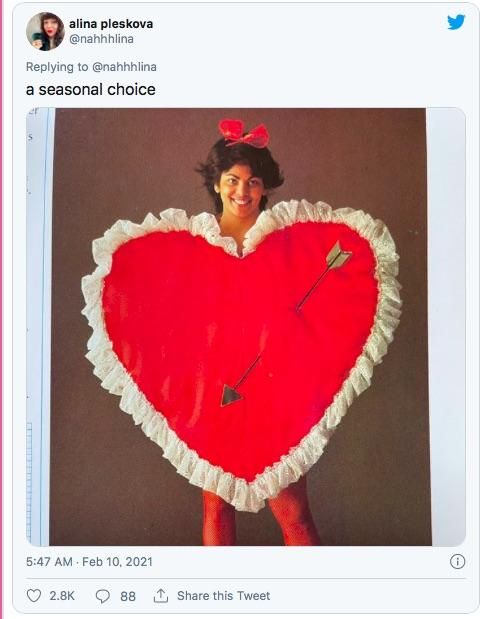 1980年代のコスチュームブックが強烈インパクトの衣装ぞろい! デザインもポーズもへんてこすぎる