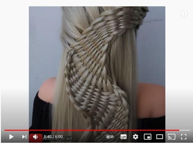 髪の魔術師、現る!? 超トリッキーな編み込みヘアを生み出すヘアデザイナーのテクニックを見よ!